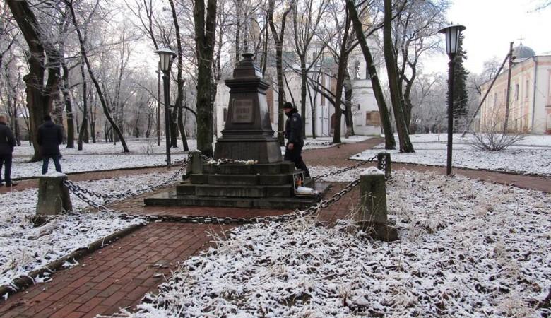 В Чернигове вандалы украли бюст Пушкина