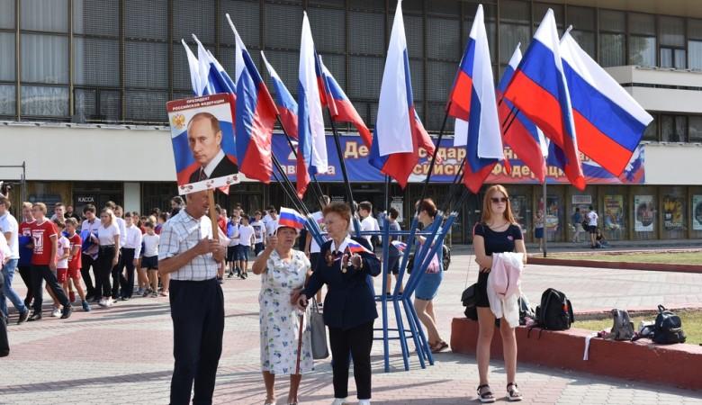 Самый большой российский флаг в Крыму развернули в Симферополе
