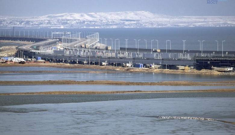 Крымский мост встречает весну