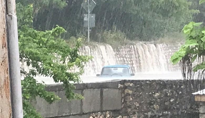 «Это потоп!» Последствия ливня в Севастополе