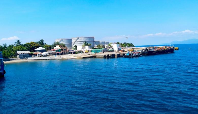 Жители поселка в Крыму жалуются на ухудшение здоровья из-за расположенной поблизости нефтебазы