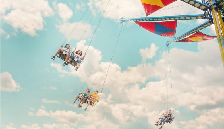 В Казахстане на заклинившей карусели 8 детей влетели друг в друга и получили травмы
