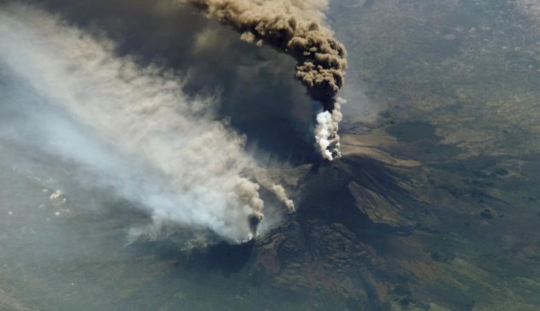 Аэропорт Катании прекратил работу из-за извержения вулкана Этна