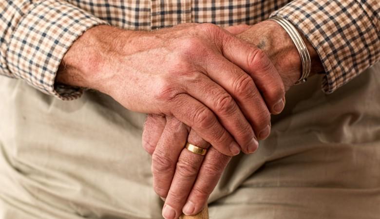 Терапевт рассказал, о каких заболеваниях свидетельствуют холодные руки