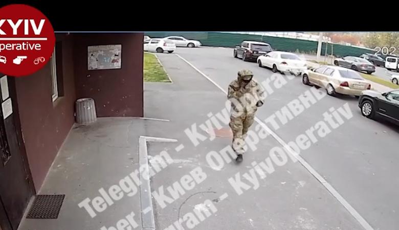 Под Киевом неизвестный в камуфляже открыл стрельбу по семье. Есть раненые