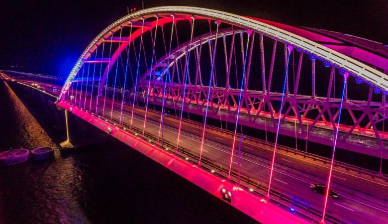 Арки Крымского моста подсветят цветами российского флага