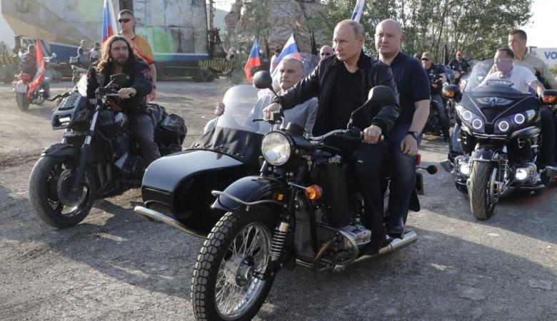 «Крутые ребята». Путин поблагодарил организаторов байк-шоу в Севастополе