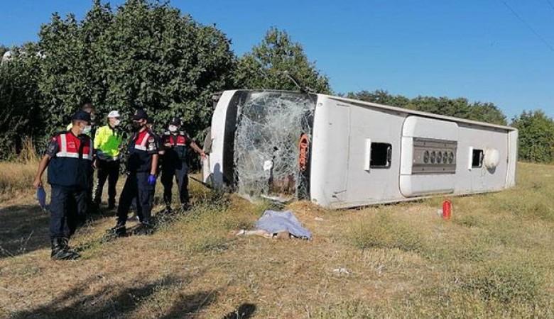 В Турции перевернулся автобус с украинскими туристами, столкнувшись со школьной маршруткой