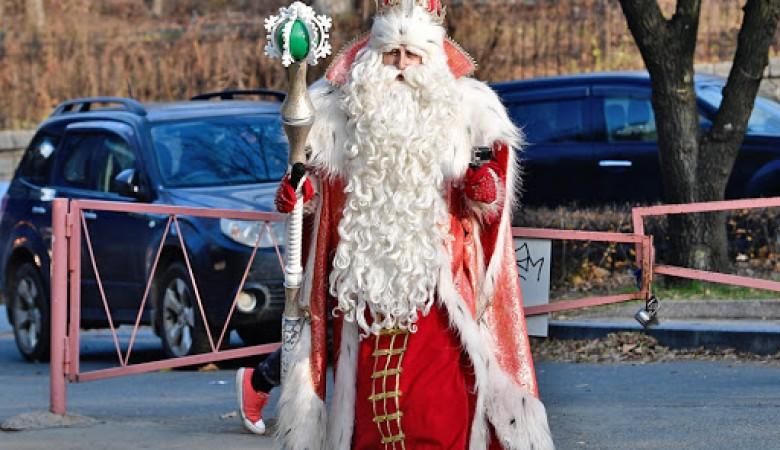 Дед Мороз разделил Украину на запад и восток