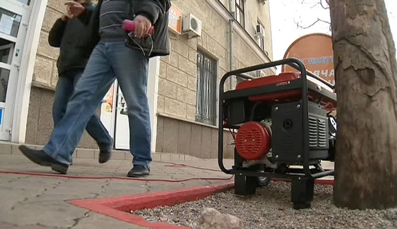 В Севастополе убирают на хранение дизельные генераторы