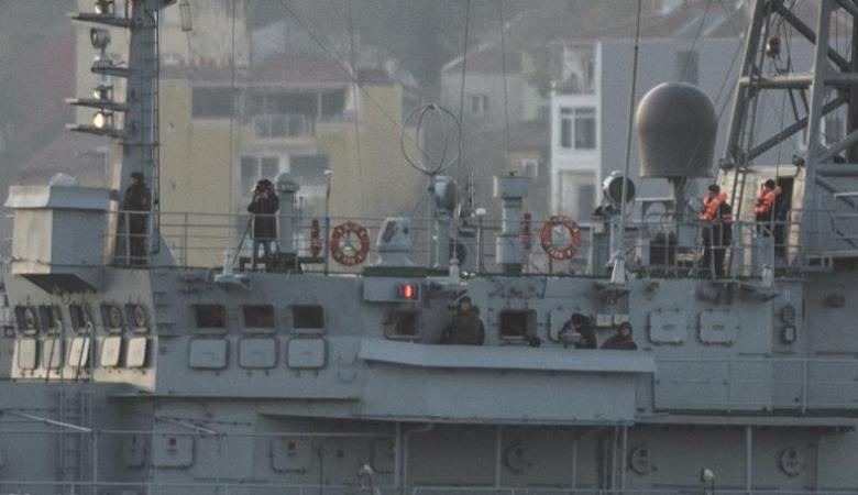 Российские моряки при проходе через Босфор «вооружились» фотоаппаратами