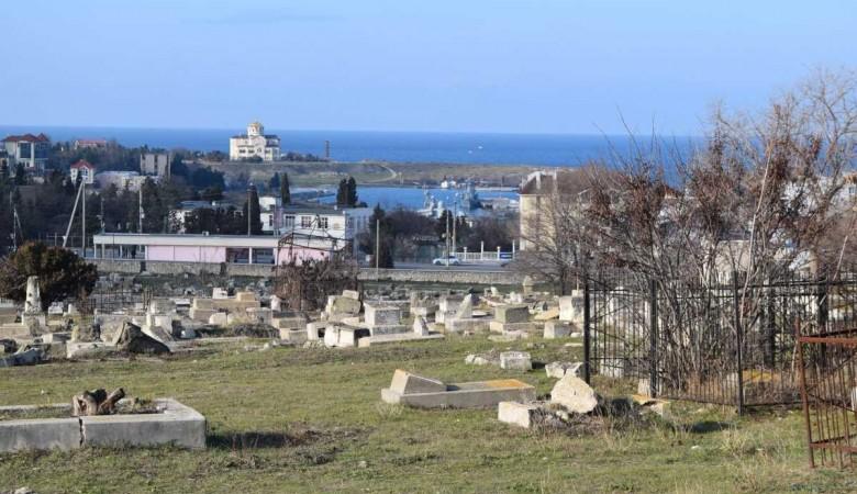 В Севастополе бомж в склепе ест мертвых кошек