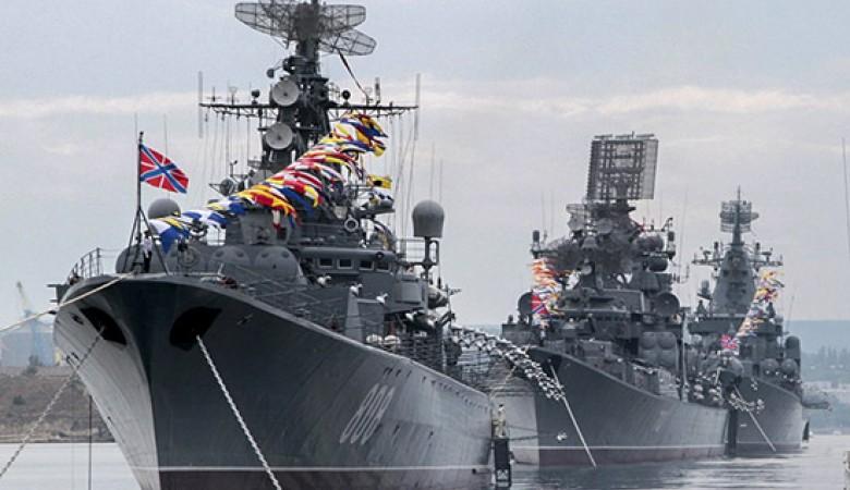 На рейде Севастополя выстроят боевые корабли Черноморского флота РФ