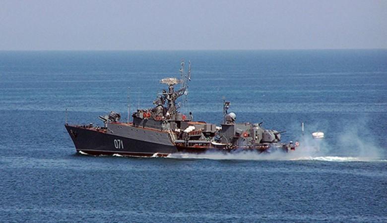 На ЧФ отрабатывают преследование и уничтожение подводной лодки условного противника