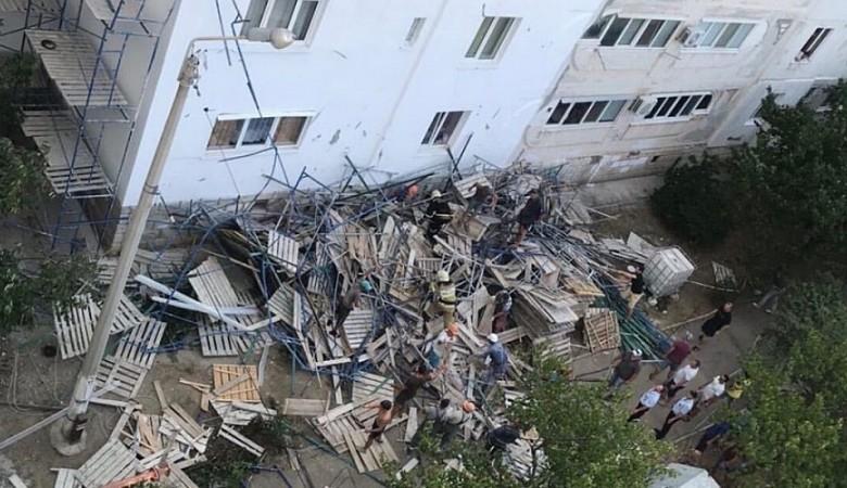 В Севастополе обрушились строительные леса у жилого дома