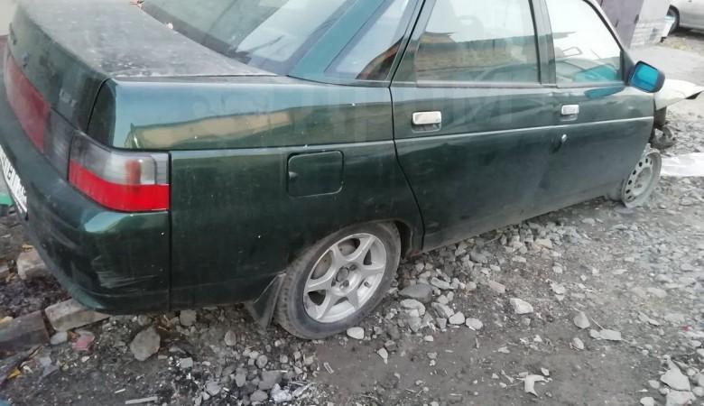 Мужчина и две пенсионерки попытались угнать неисправное авто