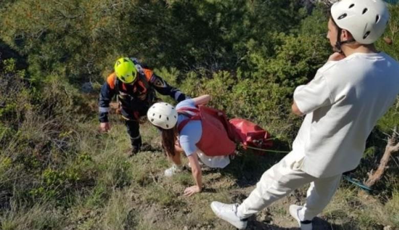 Туристы застряли на скале в Крыму