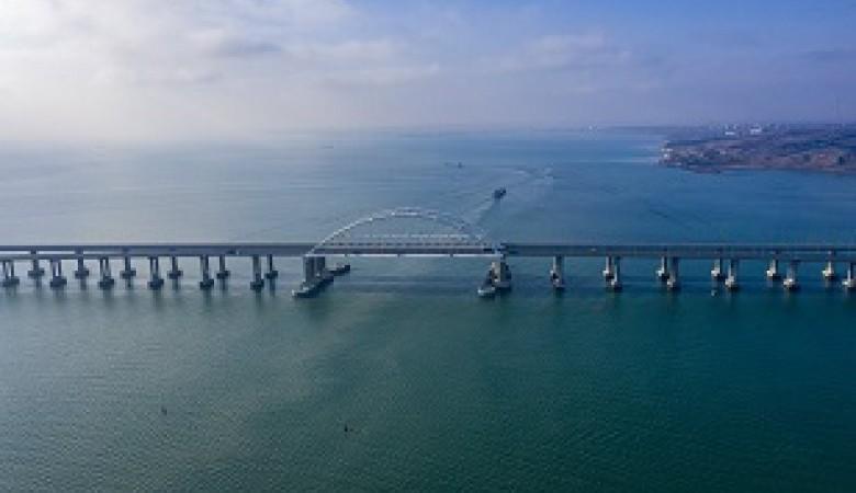 Кораблям рекомендовали не ходить под Крымским мостом