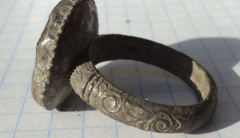 Древний перстень-печать обнаружили археологи на территории Крыма