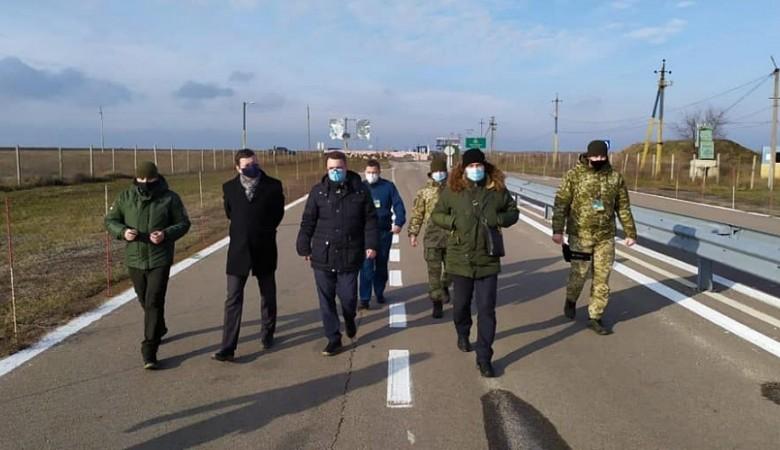 Посол Латвии посетил границу с Крымом с украинской стороны