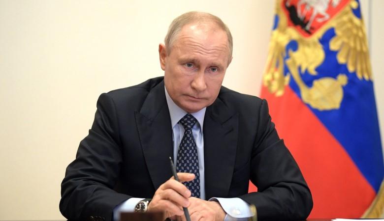 Путин заявил, что переходит на работу в режиме самоизоляции