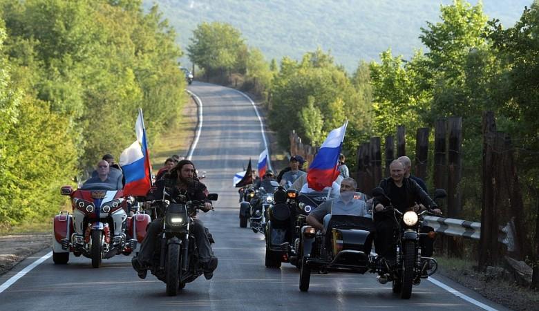 ГИБДД не будет штрафовать Путина за езду без шлема за рулем «Урала»