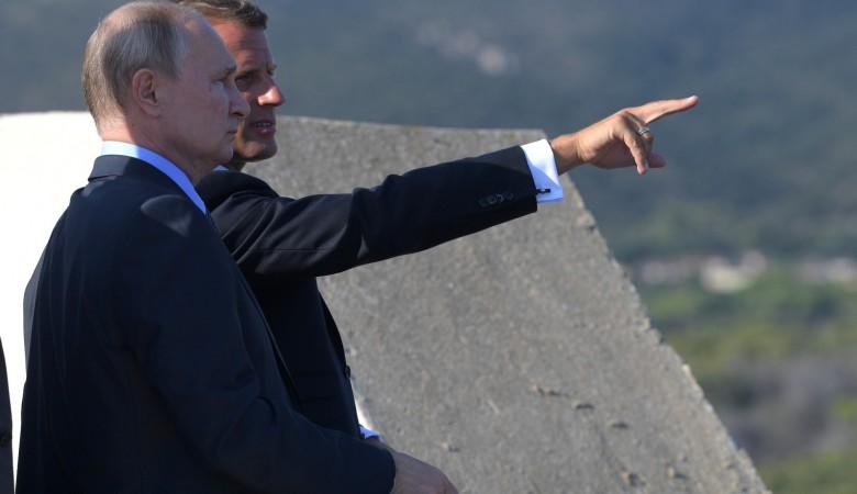 Встреча Путина и Макрона заставила украинского дипломата вспомнить о «похоронах» антироссийских санкций