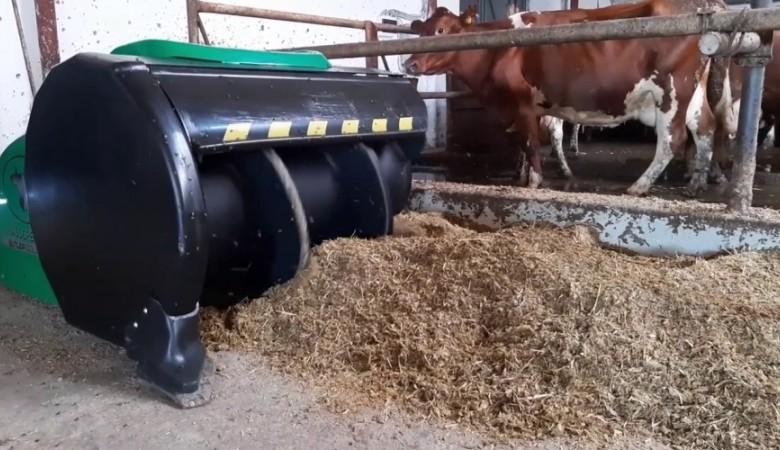 Животных на крымской ферме кормит робот