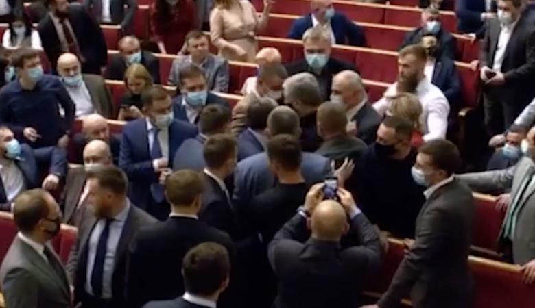 В Раде случилась потасовка с участием Порошенко