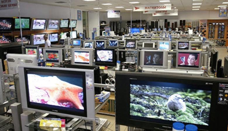 В Симферополе два дагестанца пытались украсть из гипермаркета два телевизора в чемодане