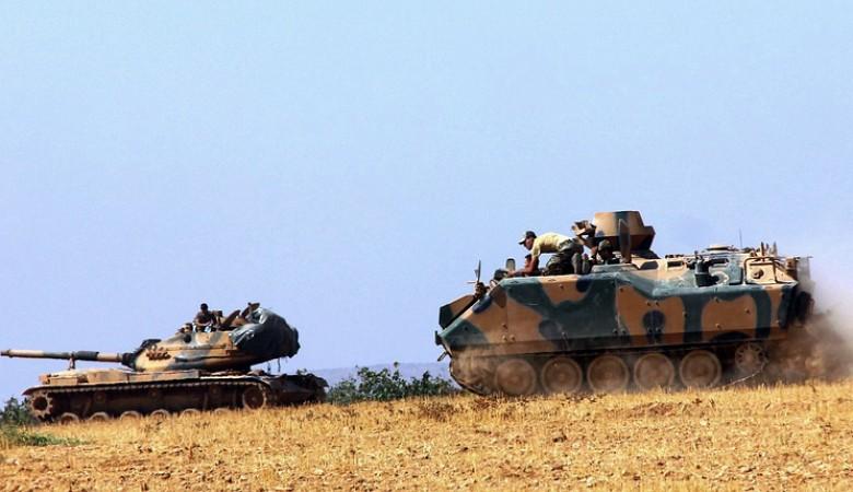 Турция перебрасывает бронетехнику к границе с Сирией
